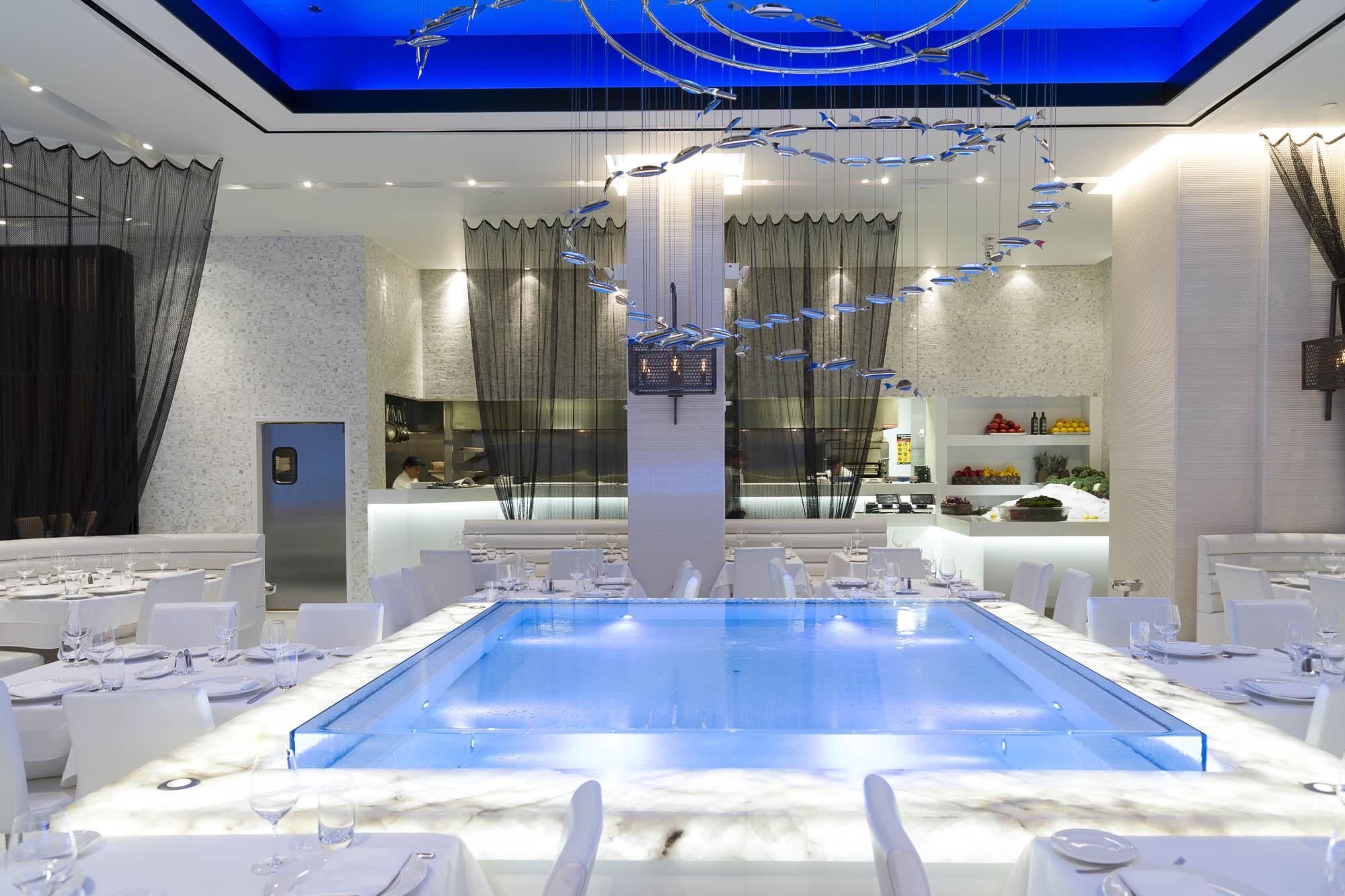 Negative edge reflecting pool at Limani Restaurant, Rockefeller Center, New York City
