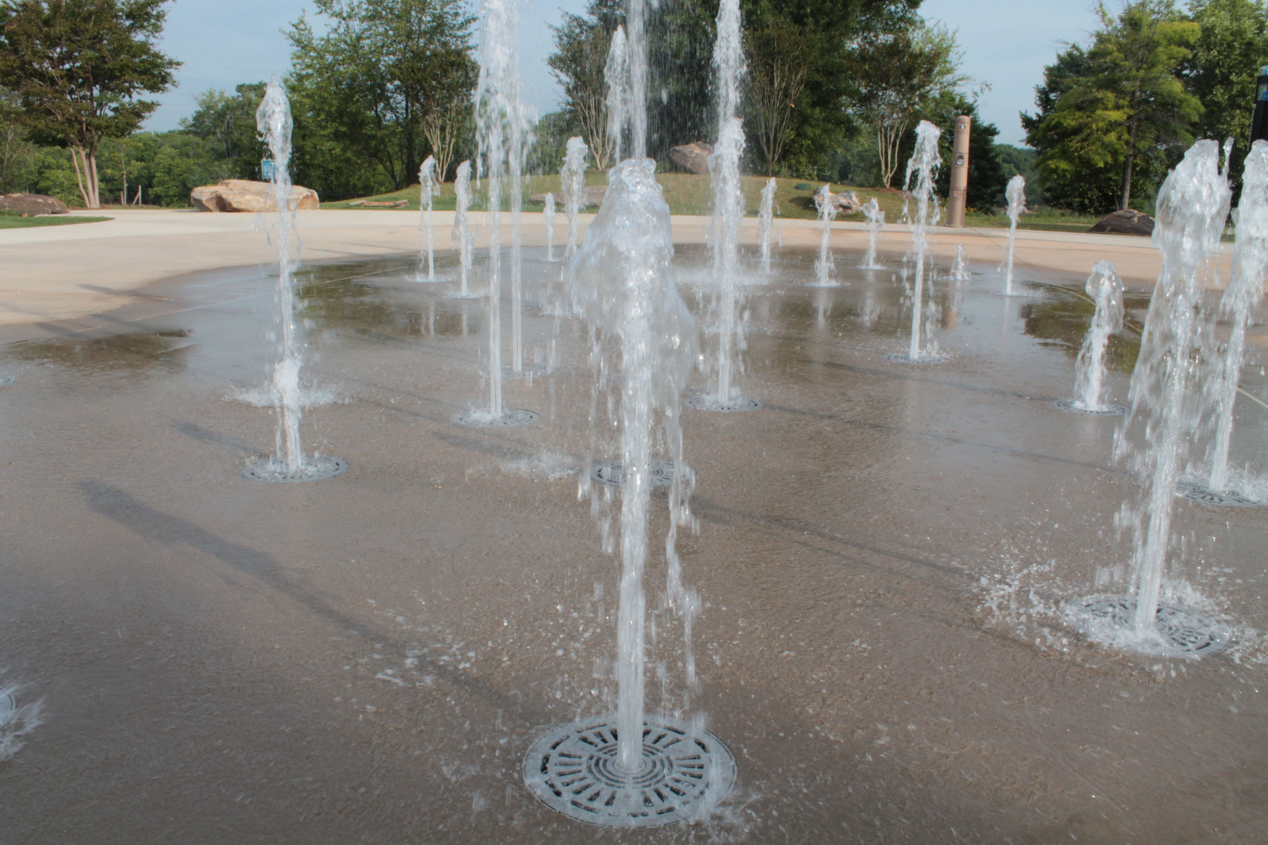 Dry deck fountain, 10th Street