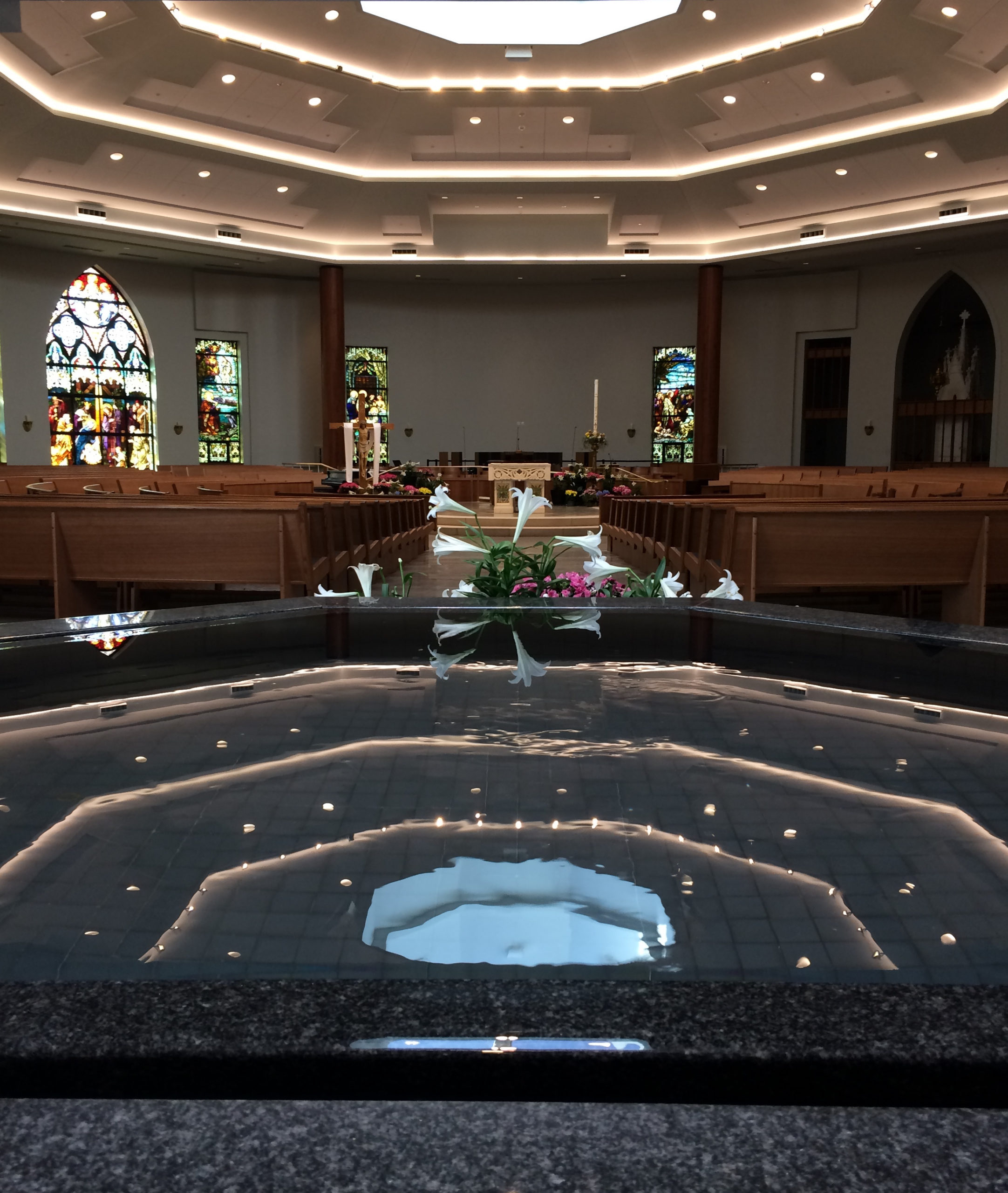 baptismal-font-living-water-effect-st-edward-the-confessor-clifton-park-ny-by-water-structures