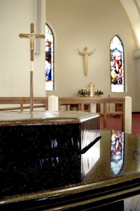 baptismal-font-st-marys-church-elmira-ny-negative-edge-detail-3-by-water-structures